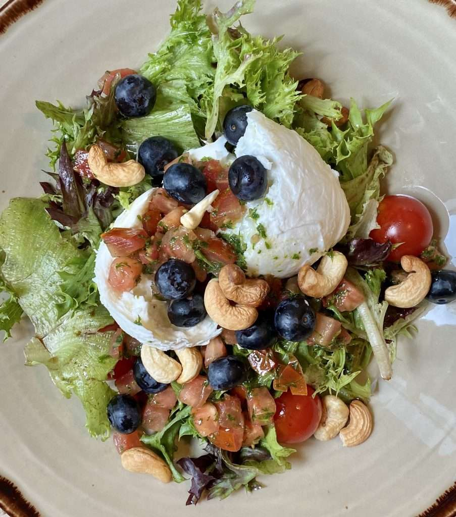 Burrata_mozzarella_salaatti