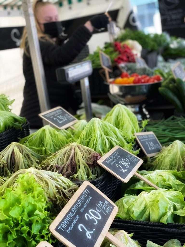 Salaattia_torilla